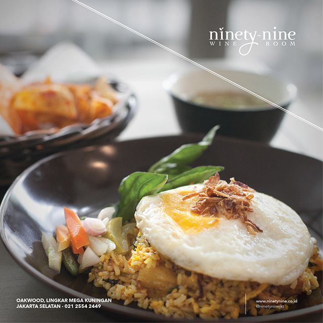 Classic Indonesian dish with a juicy twist. The savory fried rice is loaded with pork belly, topped with fried egg, and chili. Kerupuk and kapsim soup are also served alongside Nasi Goreng Babi Rica Rica to complete the dish.