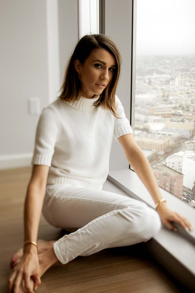 brunette-fashion-blogger-white-sweater