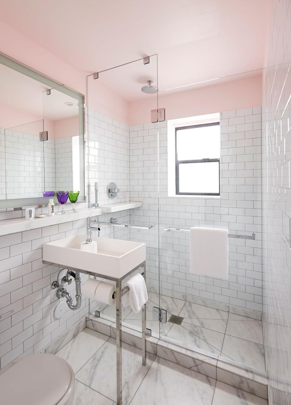 white-bathroom-mama-shelter-hotel
