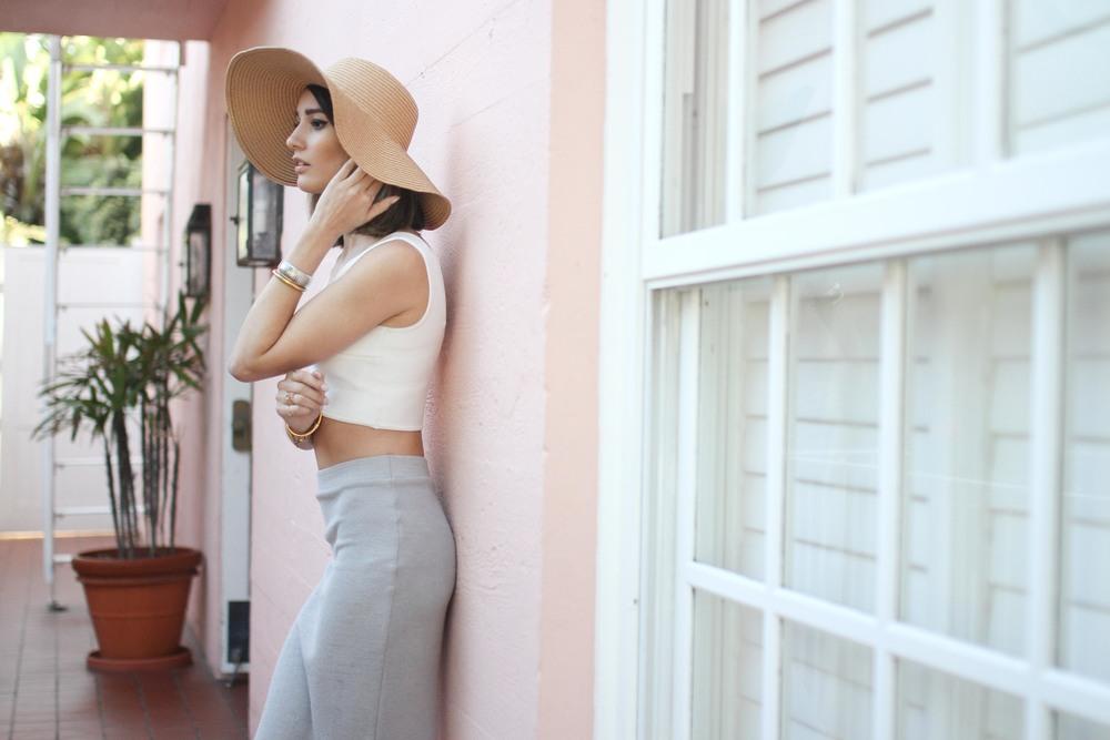 san-diego-la-valencia-hotel-travel-blogger-pink