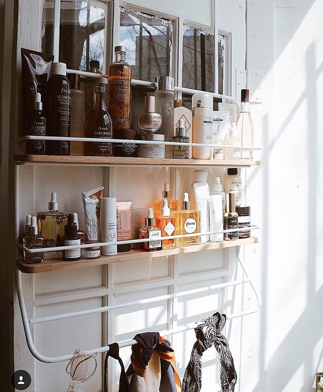 @ohuprettythings skincare collection is a dream I want to get lost in. Obsessed with seeing @paradox on her shelf! 🖤🖤🖤