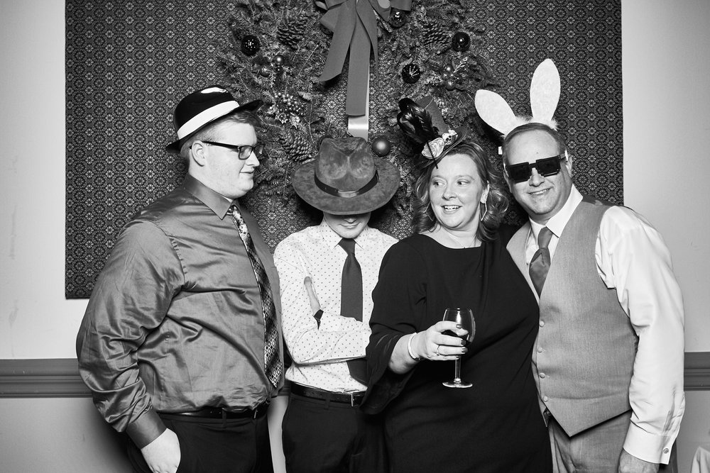 Alexa-James-Wedding-Photo-Booth978.jpg
