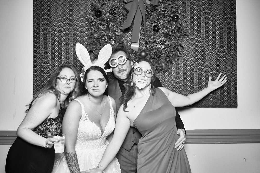 Alexa-James-Wedding-Photo-Booth1002.jpg
