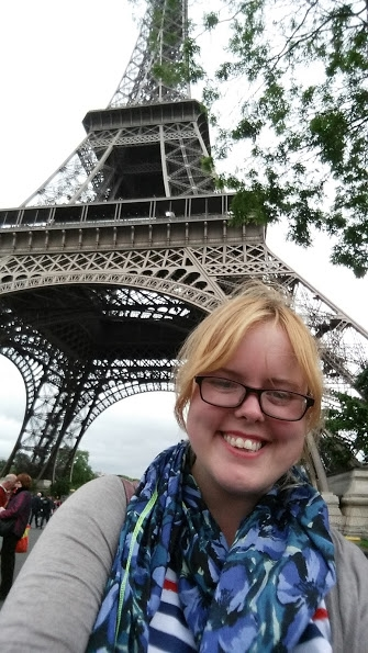 In Paris last year, wearing a Paris t-shirt and my Paris scarf... Tourist!