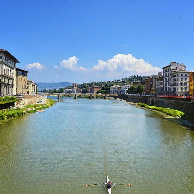 Casually rowing down the Arno.  #rowingflorence #rowingarno #pontevecchiobridge #florence2017 #florencesummer #florenceitaly2017 #firenze2017 #riverarnoflorence #riverrowing #riverarnobridge