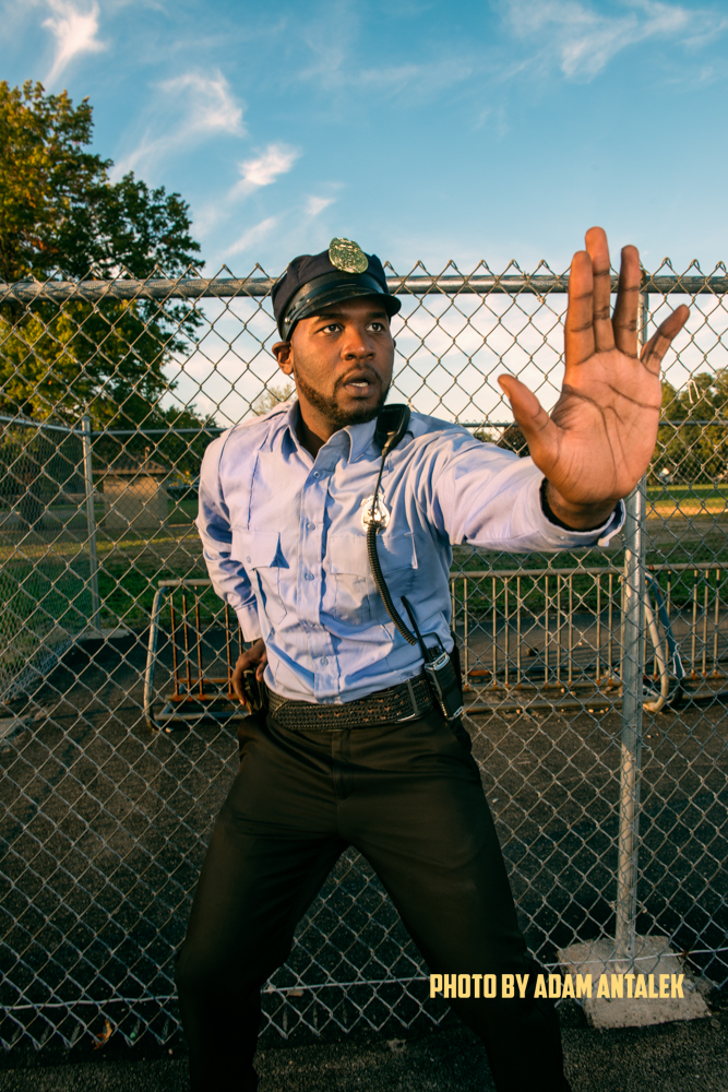CHE HOLLOWAY  (AS OFFICER AMIR JOHNSON)