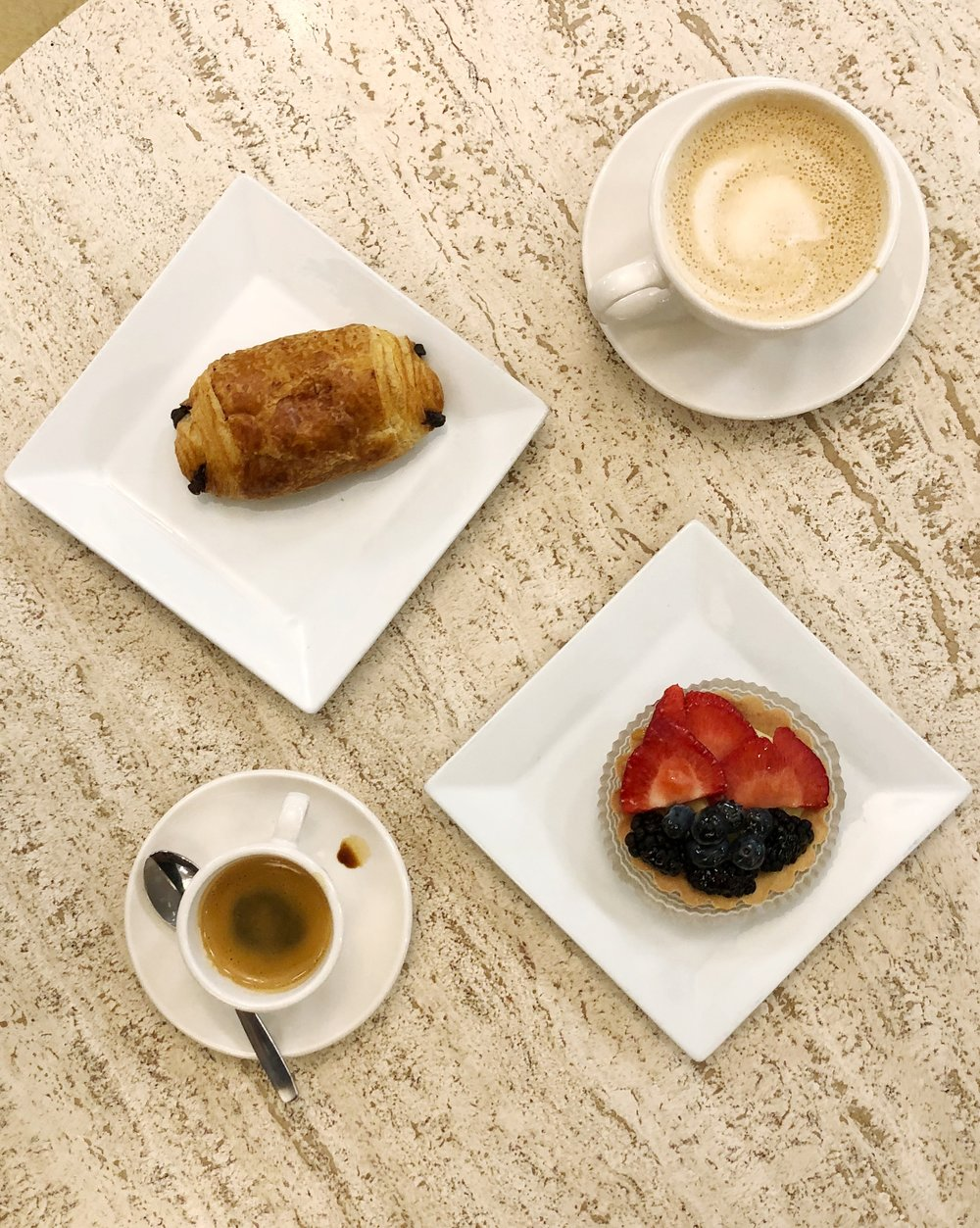amelies-myers-park-charlotte-nc-coffee-fruit-tart