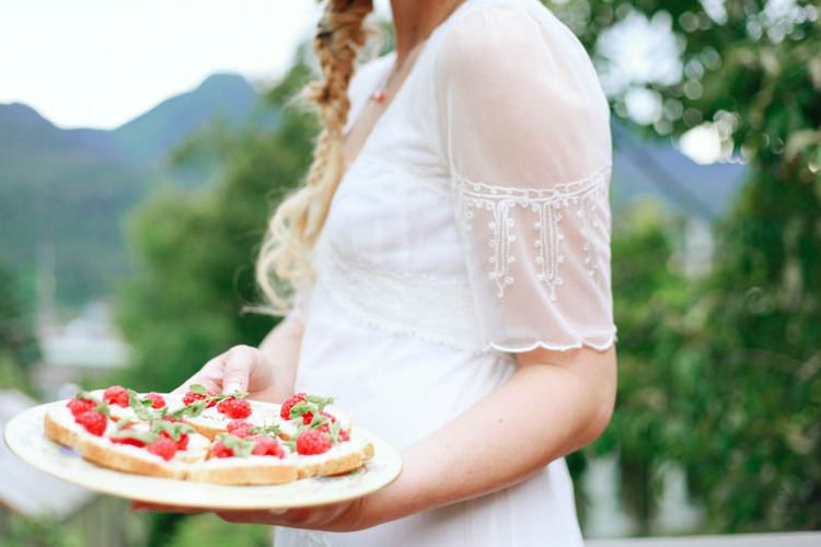 Summer Wedding Bruschetta Appetizer Recipe - MALLORIE OWENS.jpg