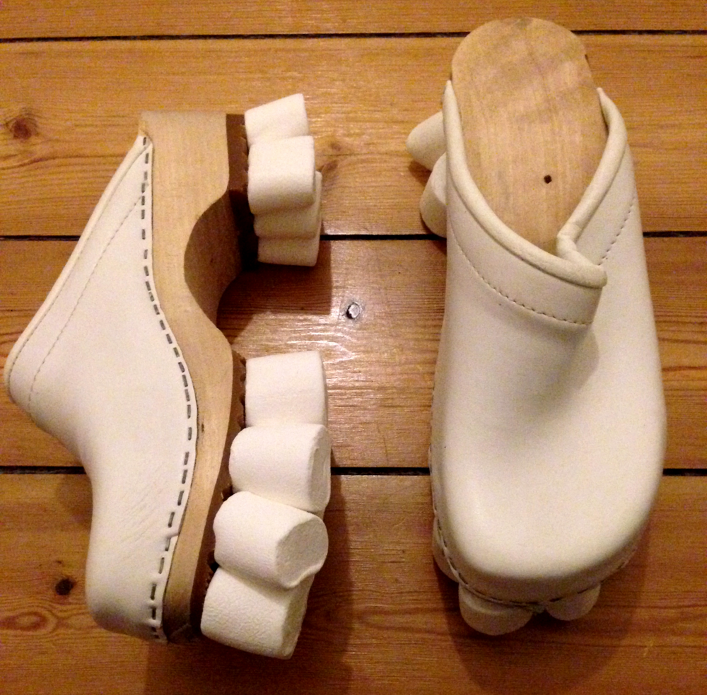 The marshmallow shoes was kindly exhibited by Guattari reading circle at the exhibition at The Danish National Art Library in Copenhagen in May 2015.