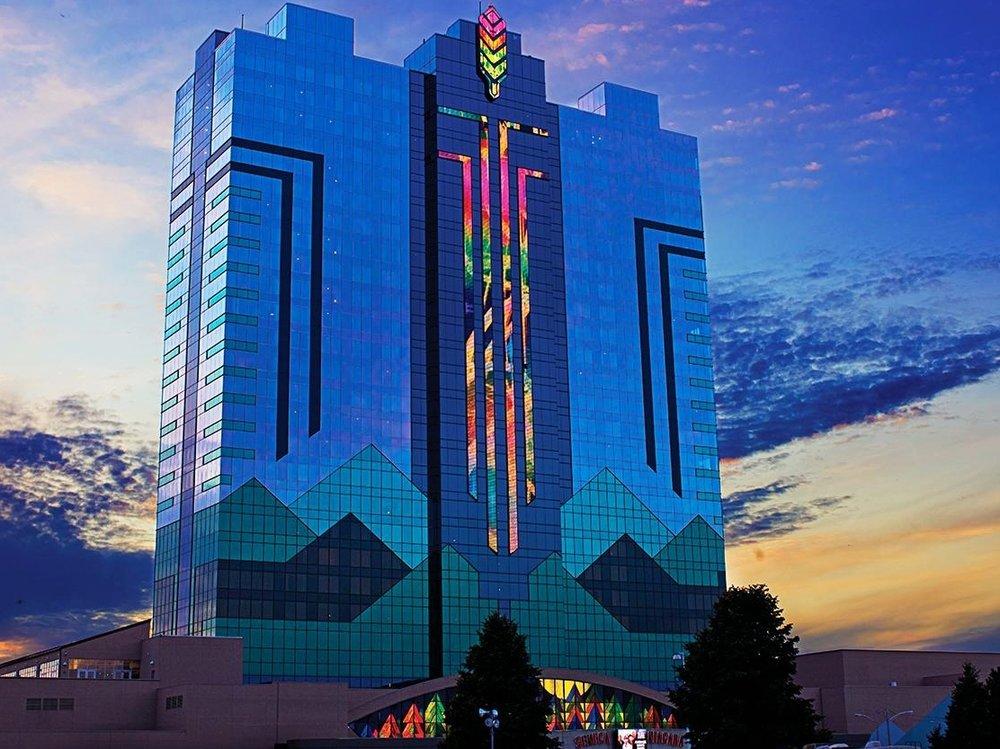 Seneca Niagara Resort & Casino - Стандартный номер:От $375 до $700 за ночь.(В зависимости от сезона)