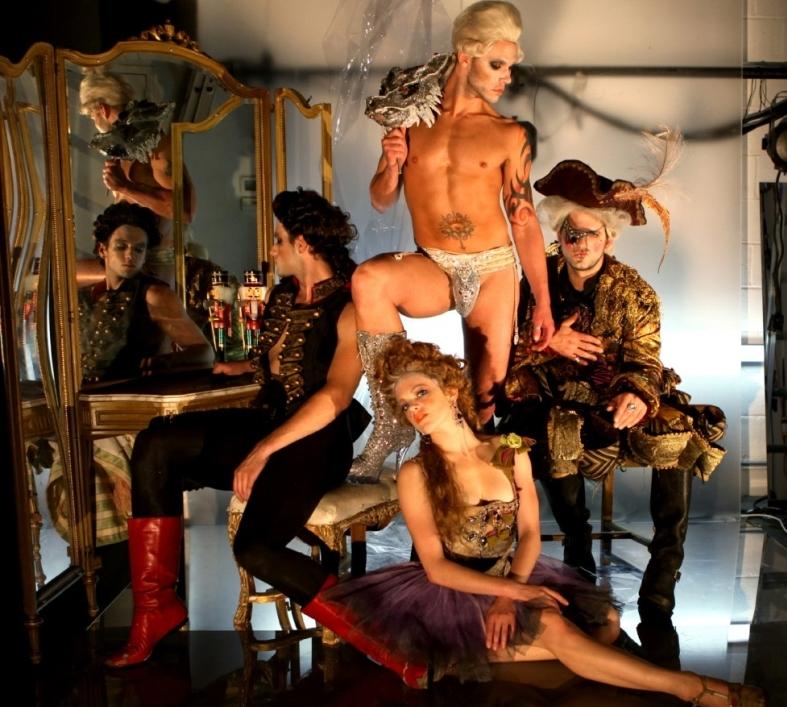 Nutcracker Rouge - Щелкунчикдля взрослых - Рисковое нео-барочное танцевально-музыкальное шоу, представляющее собой нестандартное осмысление