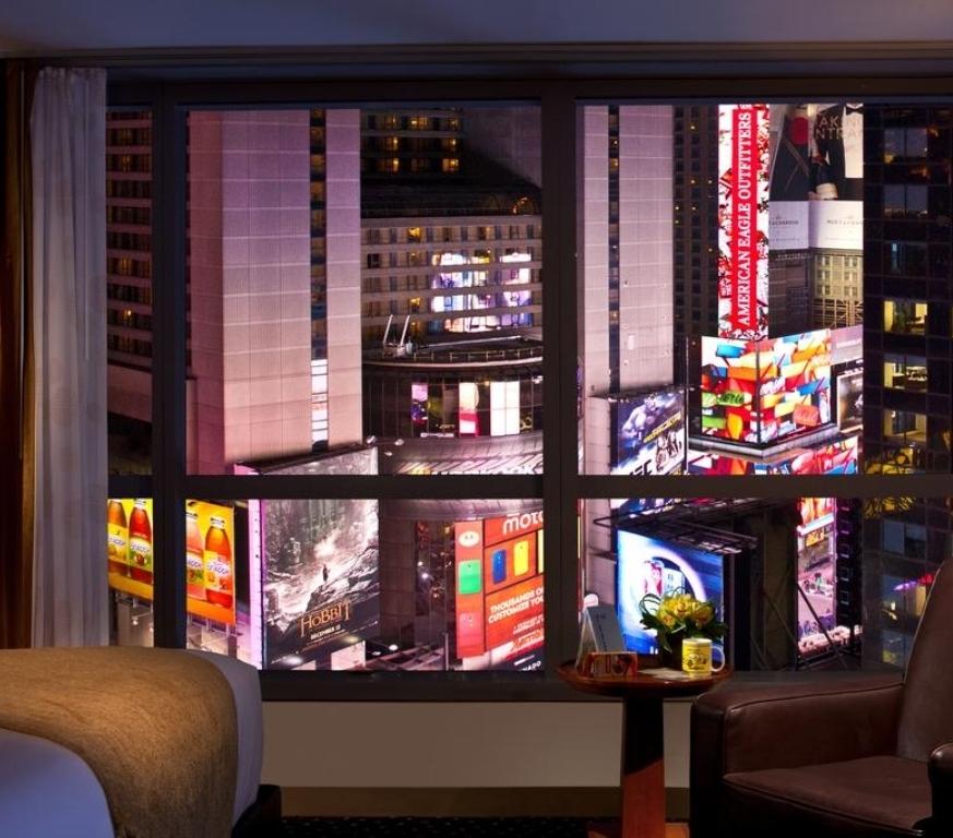 Бронирование номера в отеле с видом на Таймс Сквер - Предпочитаете понаблюдать традиционное торжество на Таймс Сквер из своего комфортабельного номера в отеле? Мы составили список лучшихотелей,которые предлагают номерас видом на падение шара.
