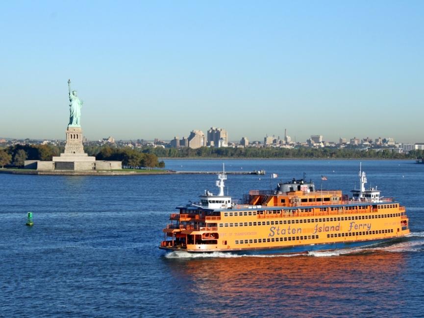 Staten Island Ferry - Адрес пирса:Whitehall Terminal, 4 Whitehall Street, New York, NY 10004Стоимость круиза: от $0 (за человека)Продолжительность круиза: от 25 минут