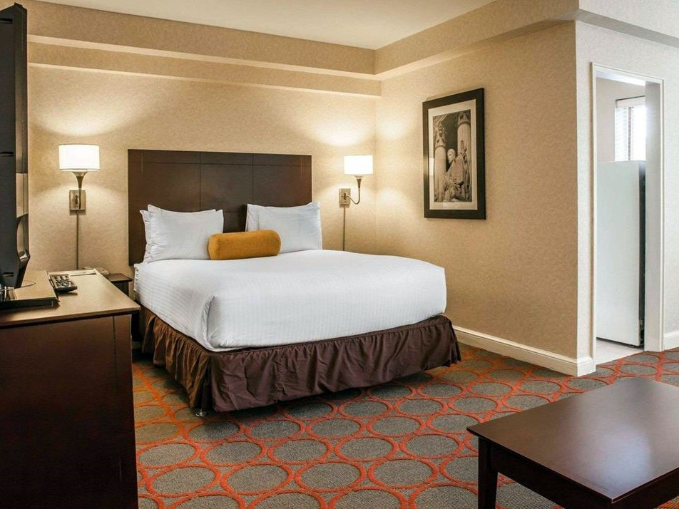 The Virginian Suites, an Ascend Collection Hotel✩✩✩ - Стандартный номер: от $80 за ночь.