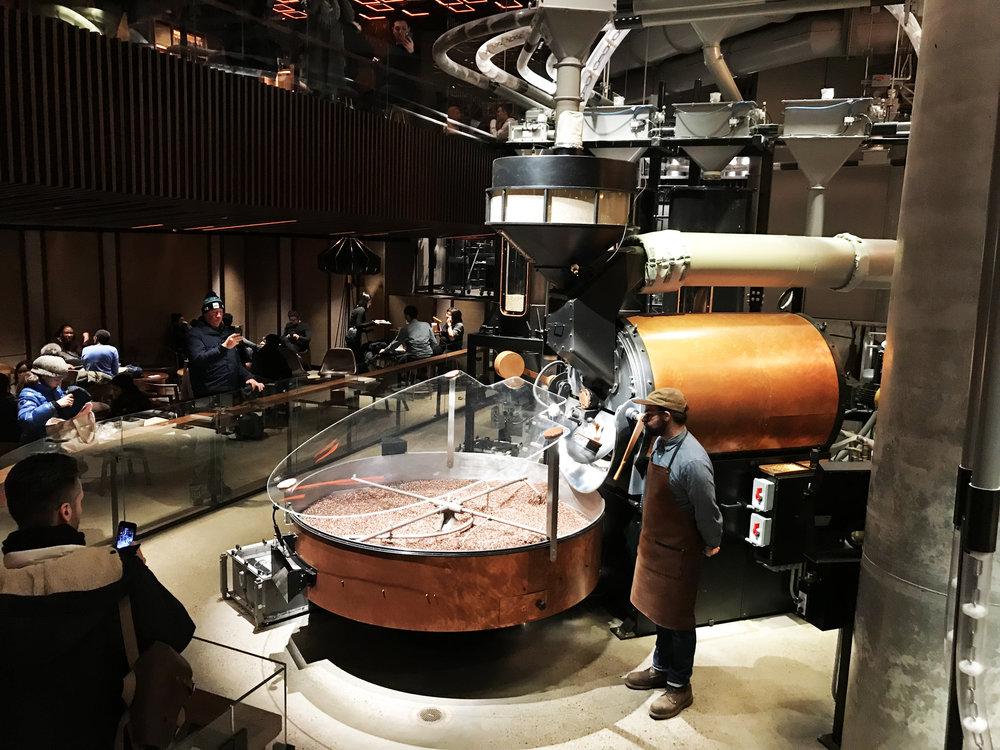 Обжарочный цех откуда поступает свежий кофе