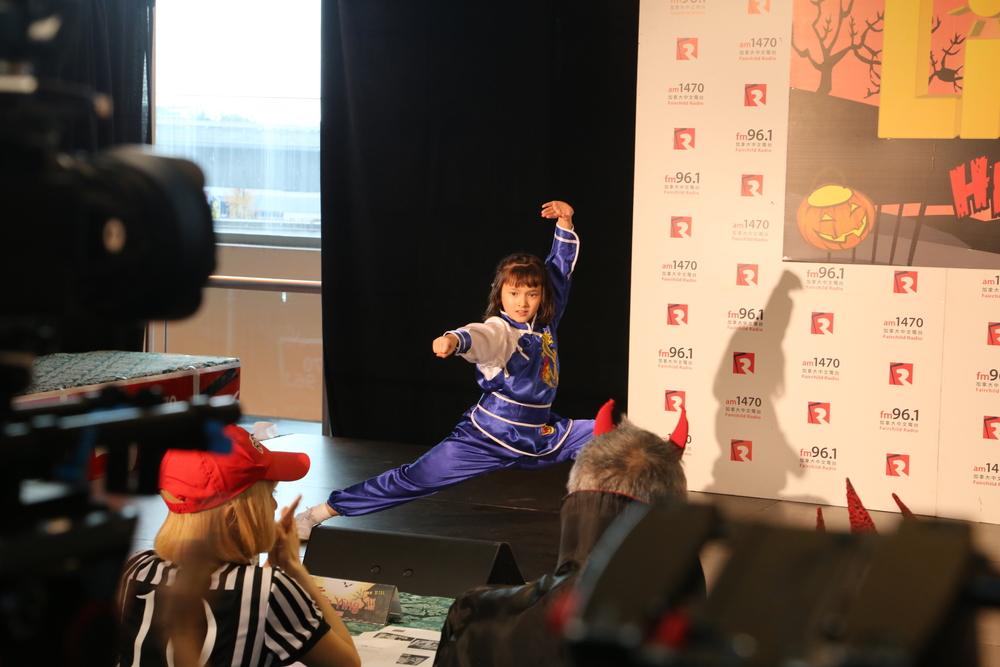 维智Sandra 勇夺女生组冠军 中德混血 偏爱武术 年纪小小却已经参加的很多比赛了哦!