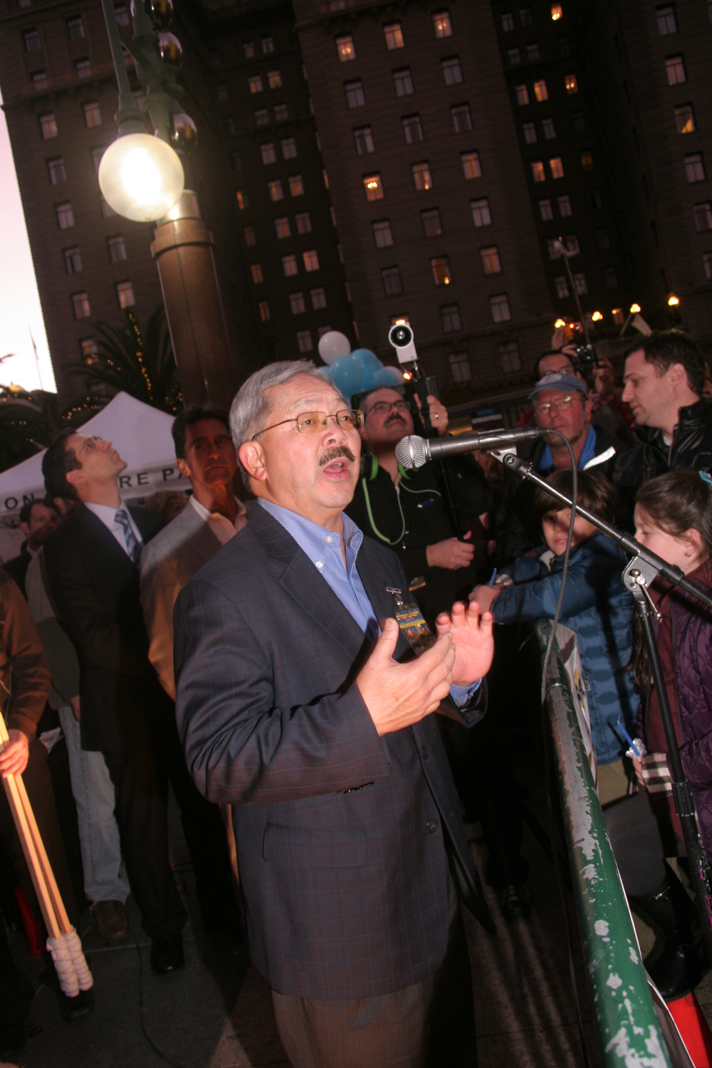Menorah Lighting 2012 1398.jpg