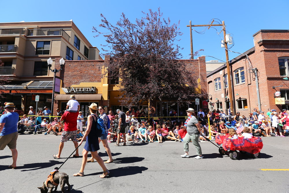 Bend-Oregon-4th-July-downtown-parade