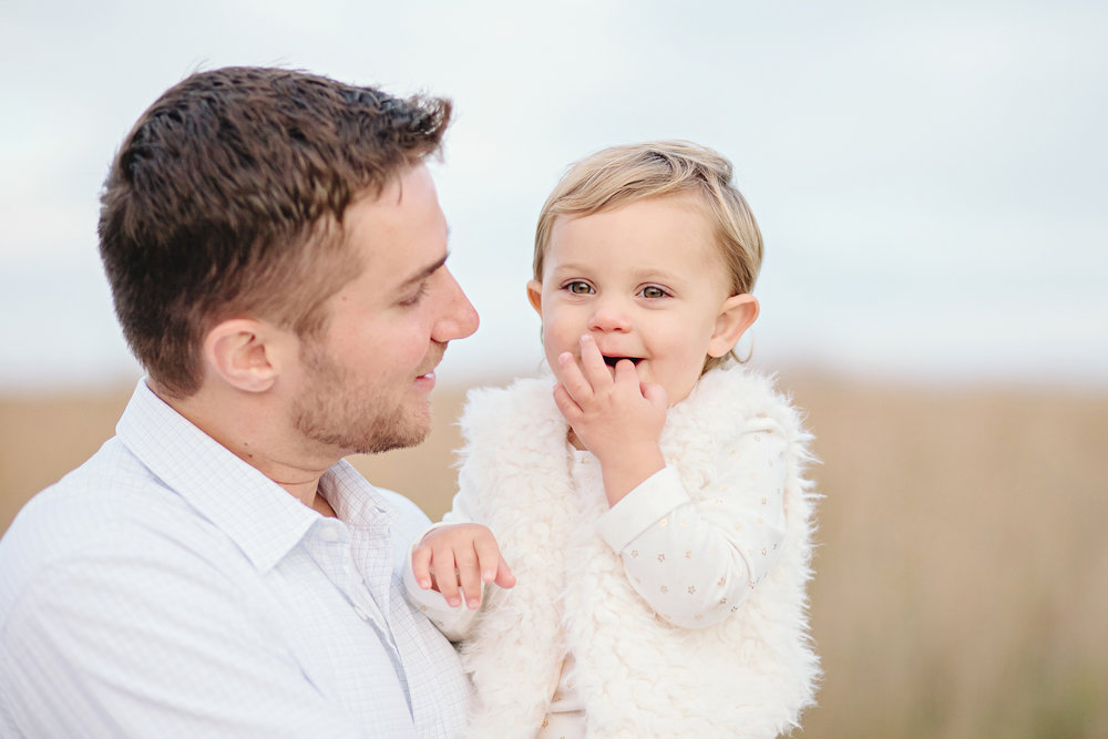 Daddy Daughter Shot| Family Photography | Elgin, Illinois | Cassie Schott Photography