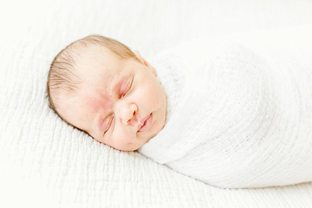 Cassie Schott Photography_Chicago Newborn Photographer_Lifestyle Newborn Session_Naperville Newborn Photographer_4.jpg