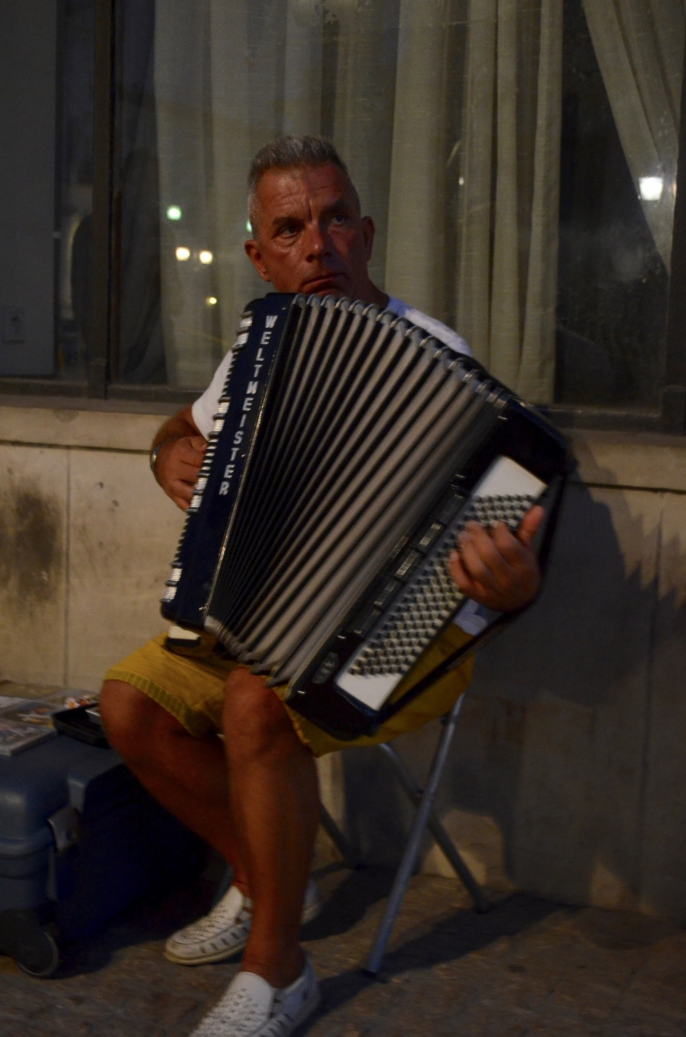 accordionplayer.jpg