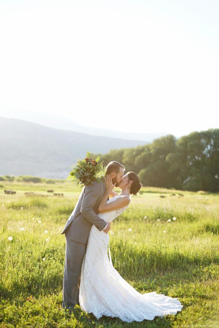 Barn_Nature_Bridal_Groomal_First_Look_Utah_Wedding_Photographer_0033.jpg