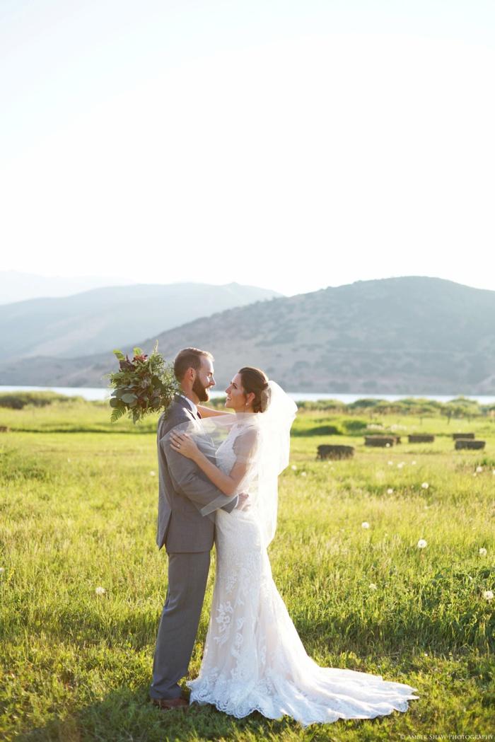 Barn_Nature_Bridal_Groomal_First_Look_Utah_Wedding_Photographer_0035.jpg
