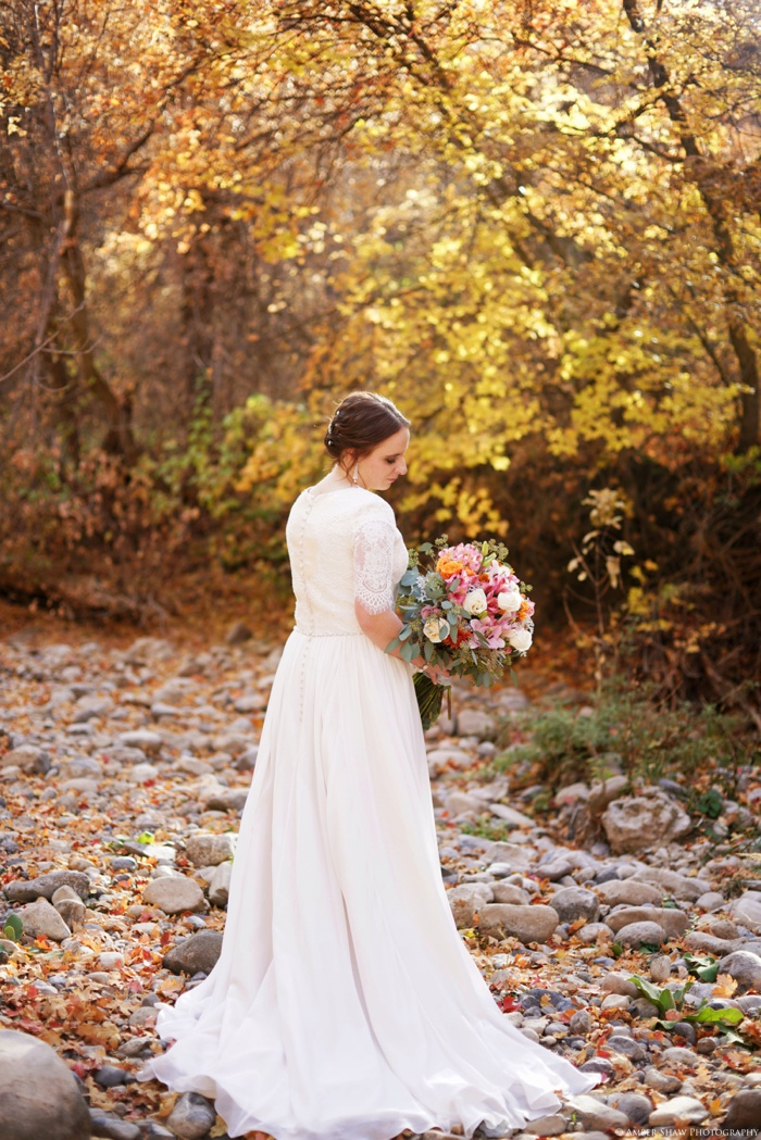 Fall_Payson_Temple_Utah_Wedding_Photographer_0025.jpg