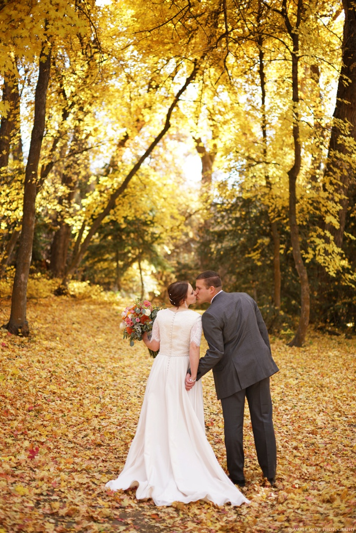 Fall_Payson_Temple_Utah_Wedding_Photographer_0027.jpg