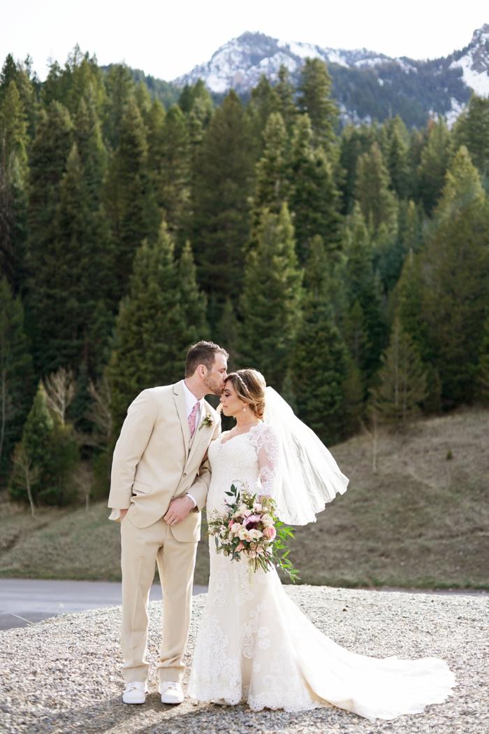 Tibblefork_Bridal_Groomal_Session_Utah_Wedding_Photographer_0017.jpg