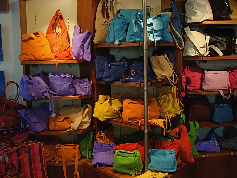 Colorful-handbag-display.jpg