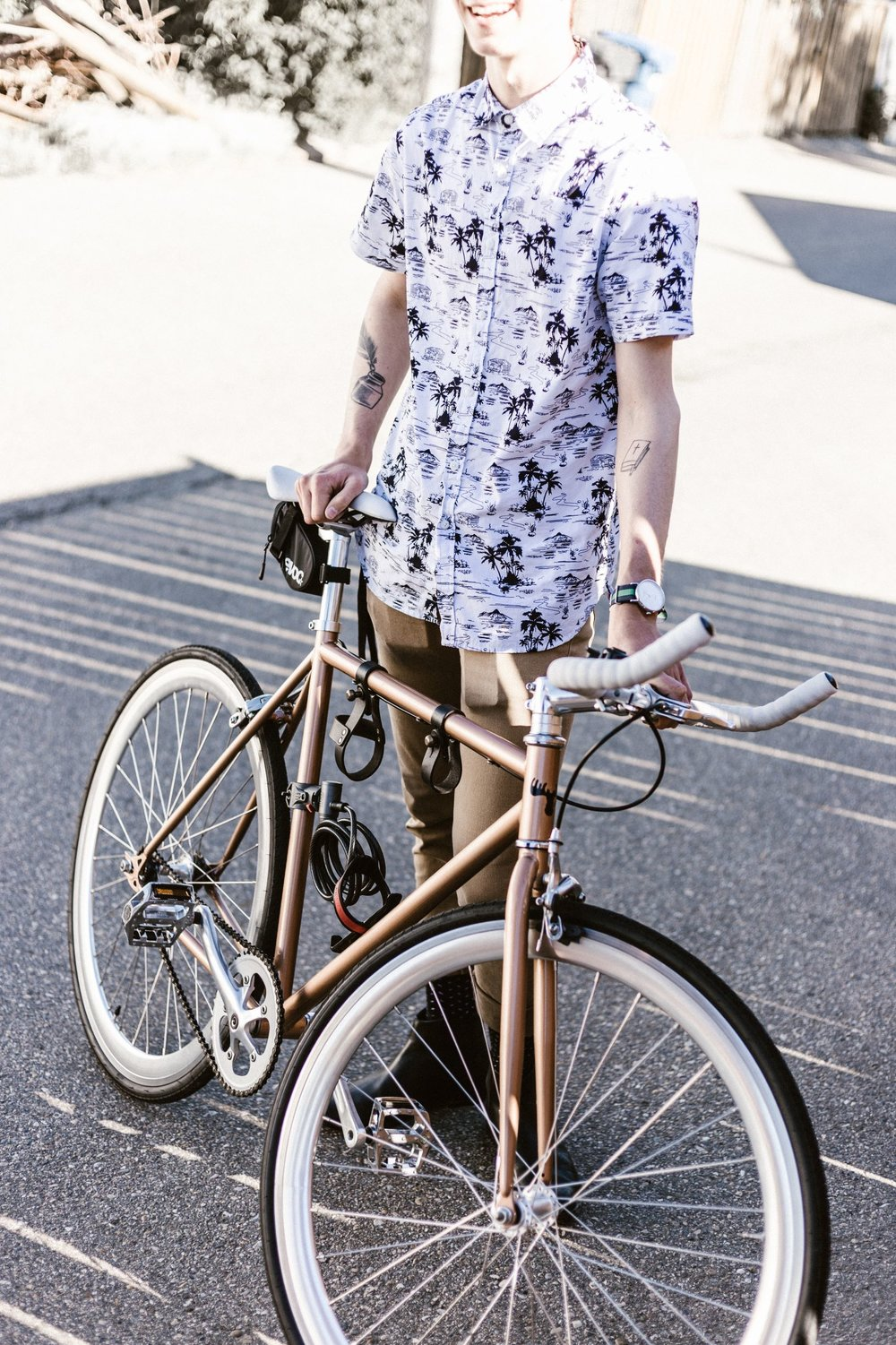 Rich in vibrant color and artful patterns, Aloha shirts are a men's fashion staple in Hawaii and many designers proudly manufacture their pieces in Hawaii. Photo by Priscilla Du Preez on Unsplash.