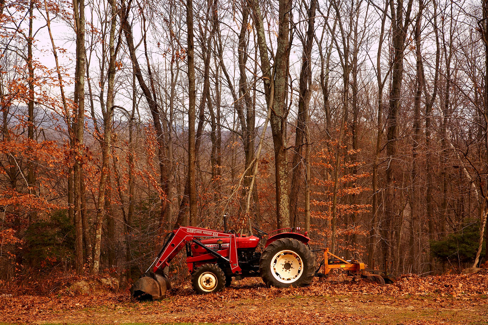 FARM-TRACTOR-AT-WILTSHIRE-FARM-C-RED-FALL-AUTUM-©-JONATHAN-R.-BECKERMAN-PHOTOGRAPHY-02.jpg