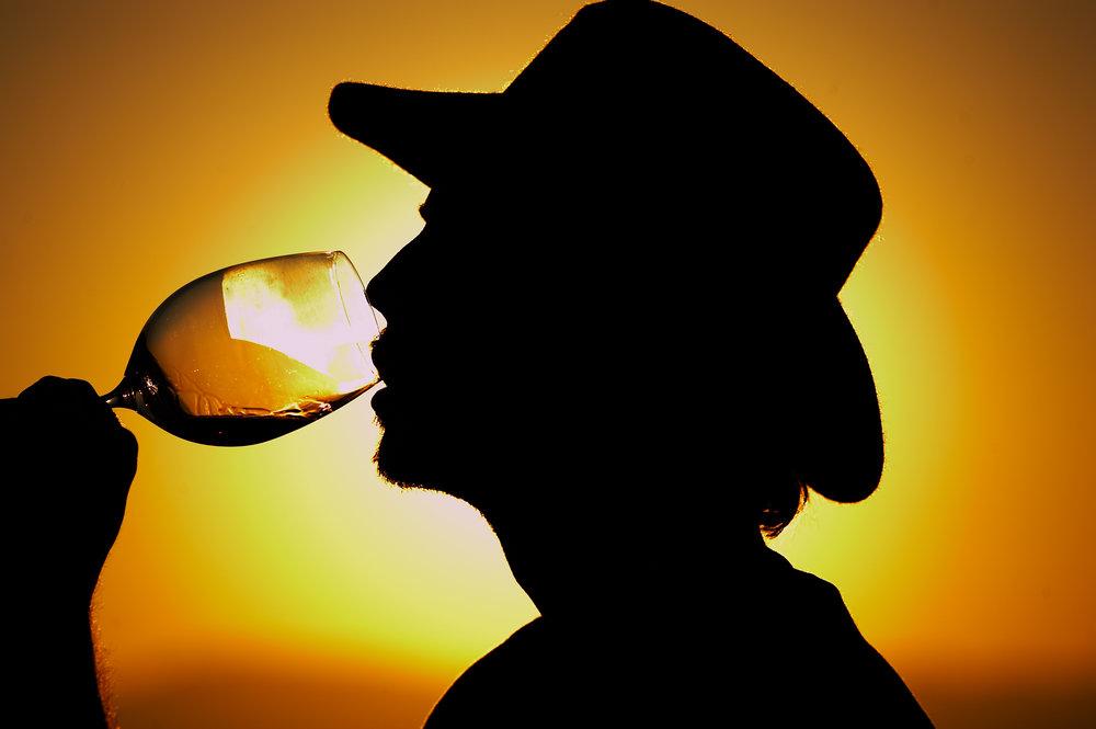 WINE-AT-SUNSET-DRINKING-WINE-AT-THE-VINYARD-JONATHAN-BECKERMAN-PHOTOGRAPHY.jpg