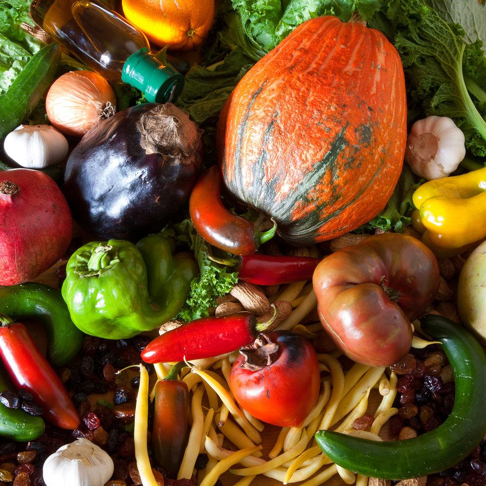 FARMERS-MARKET-LOS-ANGELES--ORGANIC-NUTS-FRUITS-OIL-VEGETABLES-©-JONATHAN-R.-BECKERMAN-PHOTOGRAPHY.jpg