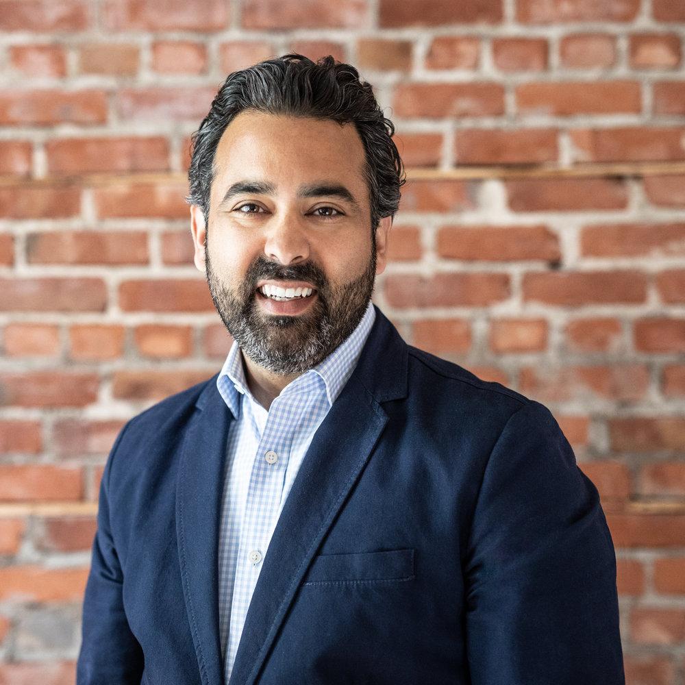 Graham Singh     , pasteur principal
