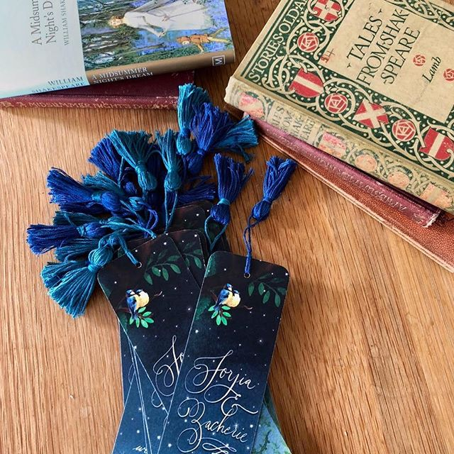 I love the idea of using bookmarks as a memento or favour at a wedding, just like this one I created for Jorjia and Zac's Midsummer Night's Dream themed wedding. There are so many different ways to use and design them! 🎭❤️