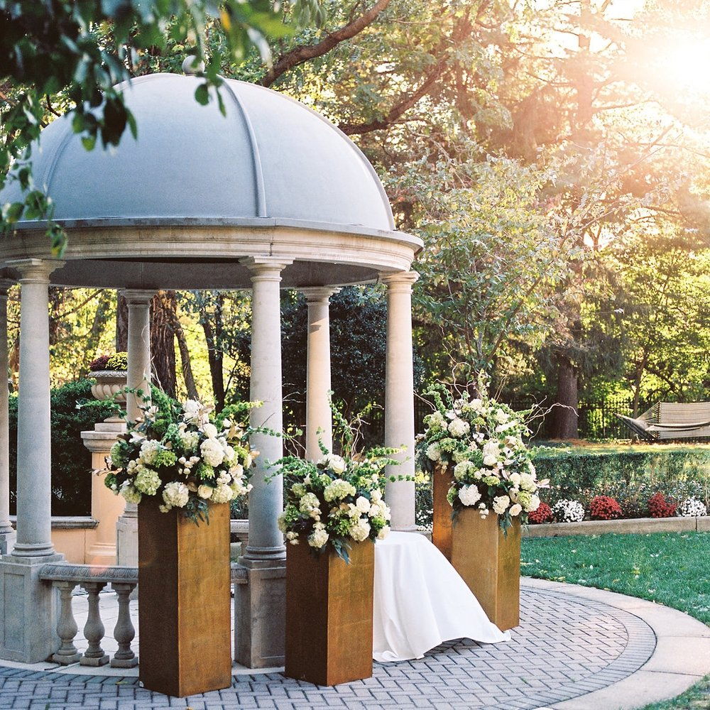 washington dc outdoor wedding ceremony at the omni shoreham by sincerely pete events