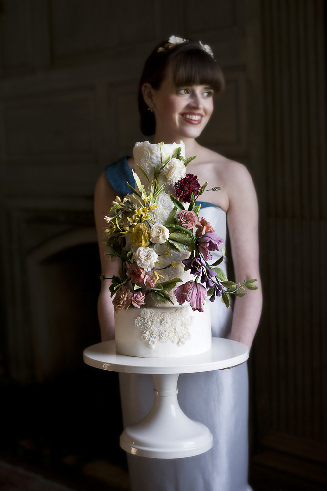 Photo:  Erin Tetterton Photography  | Cake & Sugar Flowers:  Fleur & Flour