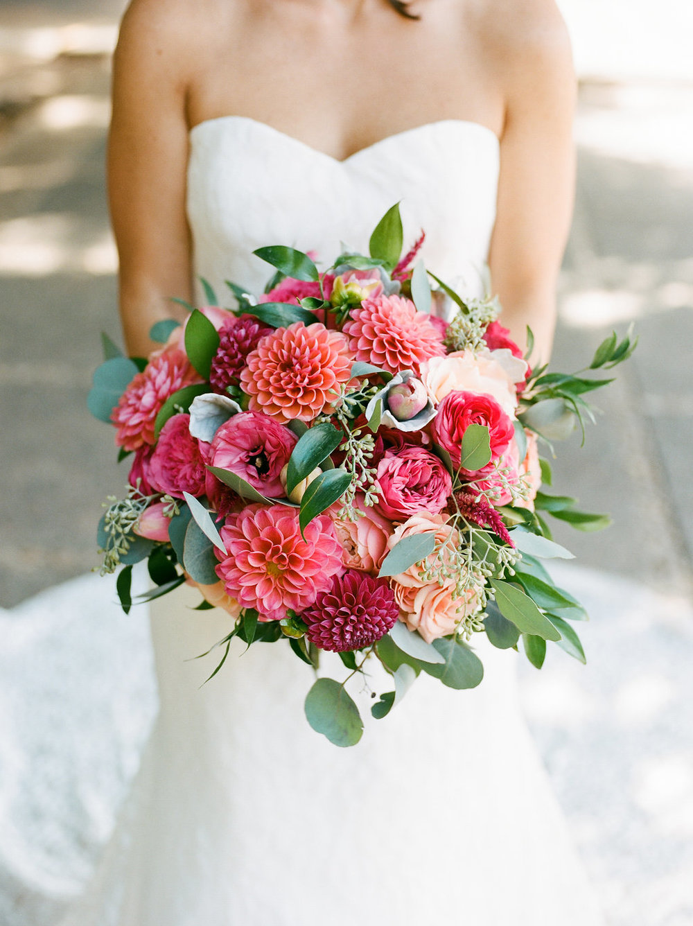 Longview Gallery Wedding Washington DC Lissa Ryan Photography Sincerely Pete Events Pink Bridal Bouquet