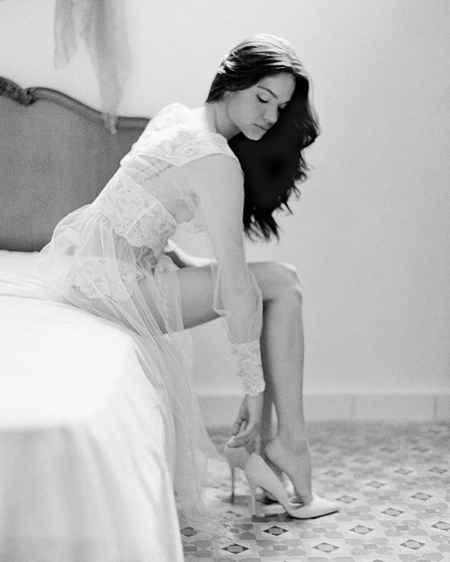 Some @clairepettibone bridal boudoir from Havana, Cuba on black and white film. Model @heather.hockley. HAMU @emilyvphung. • • • • • #boudoir #bride #boudoirphotography #contax645 #blackandwhite #weddingday #bridal #weddingphotography #bridetobe #weddinginspiration #weddingphotographer #boudoirphotographer #weddings #lingerie #boudoirinspiration #instawedding #bridalboudoir #engaged #weddingideas #australianfilmphotographer  #bridesmaids #implied #sensual_ladies #weddinggown #engagement #markandrewstudios #oncewedfeature #weddingplanner #sensual #boudoirshoot