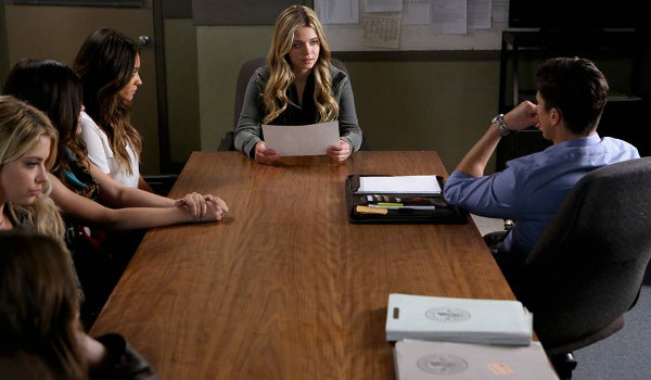 pretty-little-liars-whirly-girly-06