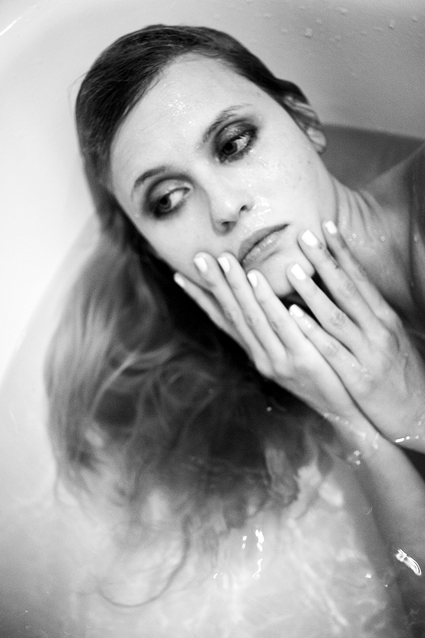 Lucie-Bath-BW_04_web.png