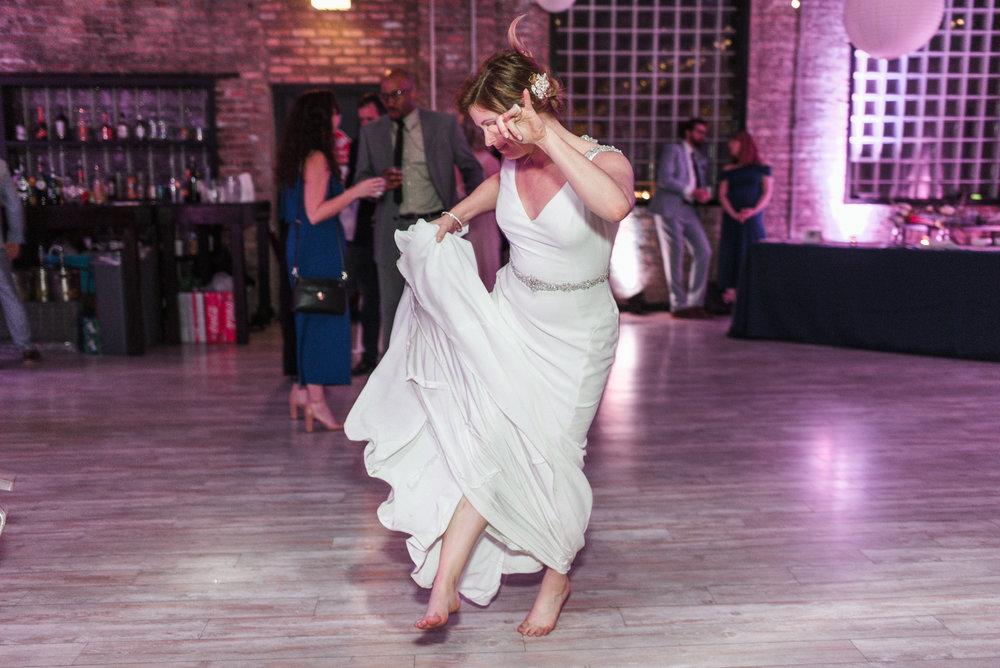 Floating-World-Gallery-Chicago-2-Wedding_Gavyn-Taylor-Photo (7 of 14).jpg