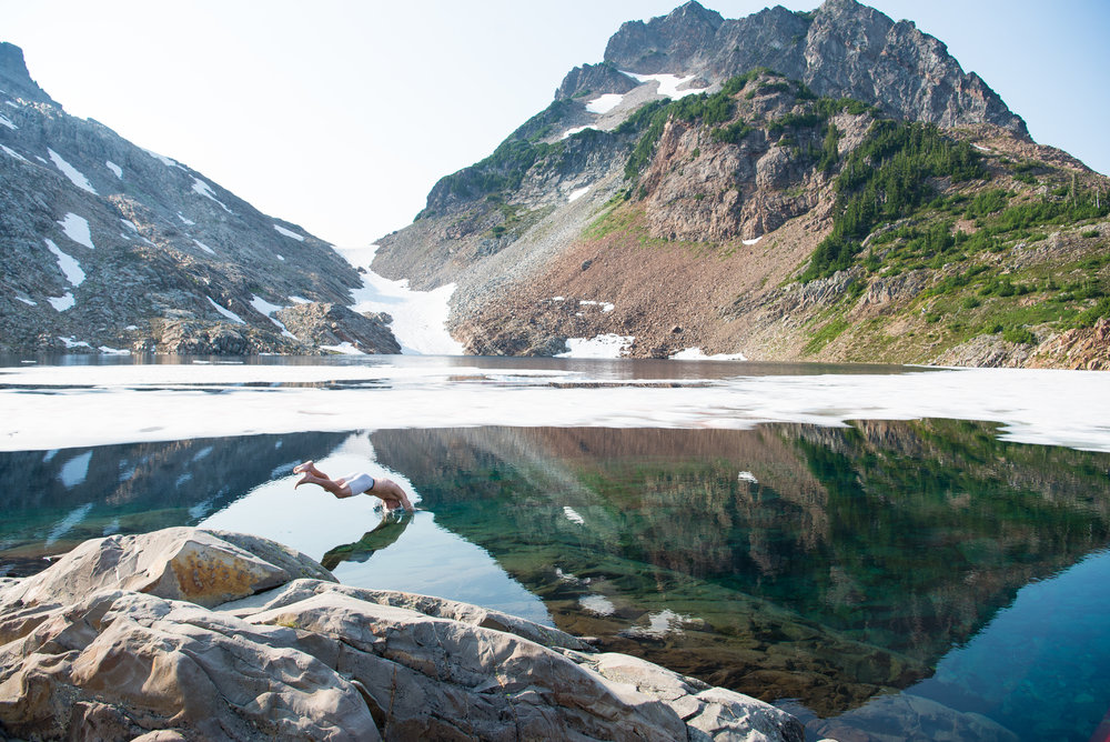 Lucas (@photoswithfern) jumping in an ice cold Foggy Lake just below Del Campo.