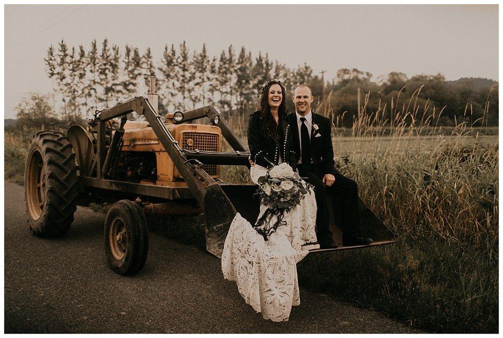 Samantha-McFarlen-PNW-Wedding-Photographer-Maroni-Meadows_1968.jpg
