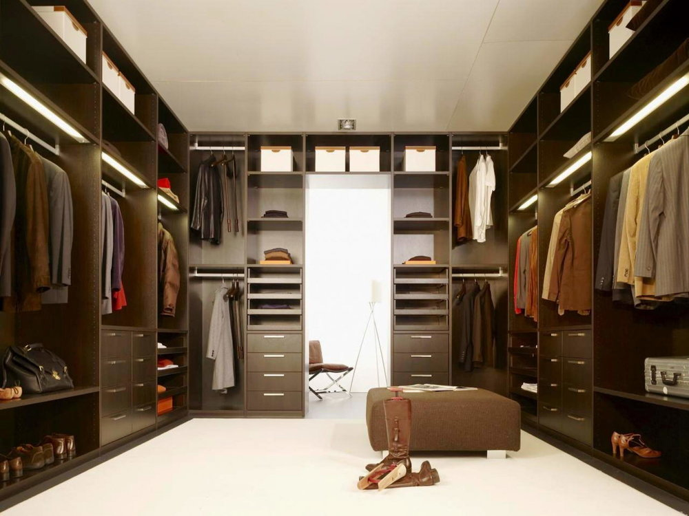 Large-Closet-with-carpet-and-special-hangers-that-allow-even-shorter-people-to-hang-their-clothes-on-the-top-rack.jpg