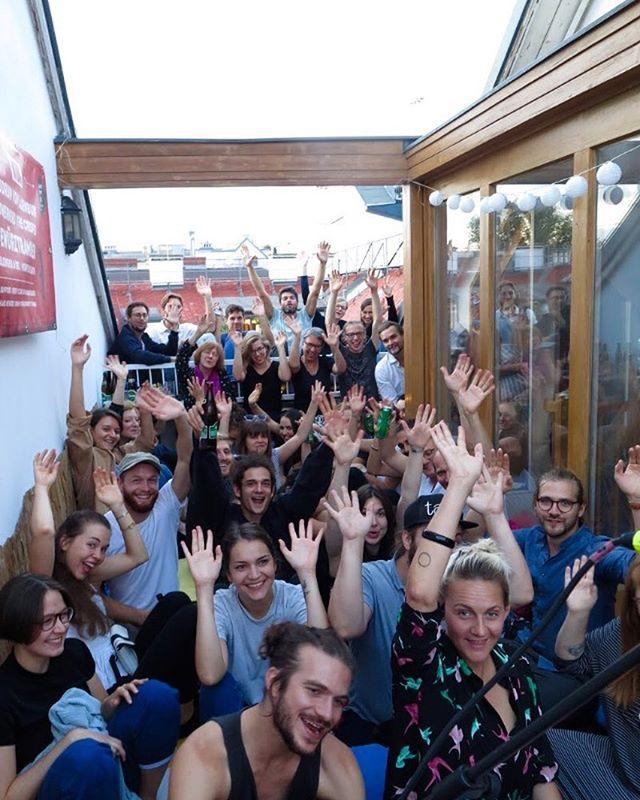 Einer schöner Ausblick ist das bei den #rooftopsessions in Wien 🌕⭐️✨☀️ Danke für den gemütlichsten Sonntag ever! #liebstecrowd #funtimes 📷 Isabel Streisand