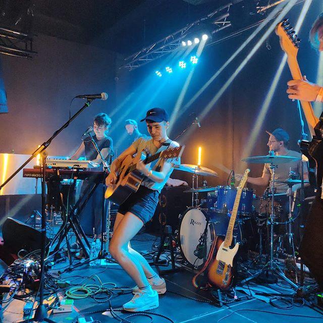 Unser letztes Konzert in Graz gestern war der Hammer!! Danke, dass ihr alle gekommen seid🔥 Heute gehts weiter Richtung Kärnten zum @schlossgreifenburg cTunes Fest, yoyoyo💥🦋🦄 #farewelltour #partyhard 📷 @appamada_