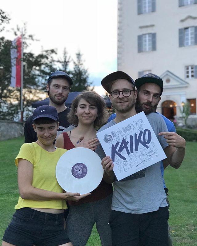 """Happy Release Day! 🎉🎉🎉 Heute Abend werden wir feierlich (und königlich) im Schloss Greifenburg auf unsere EP """"PASSAGE / DETACHED"""" anstoßen 🥂erhältlich auf Tour + online --  Link in Bio😘"""